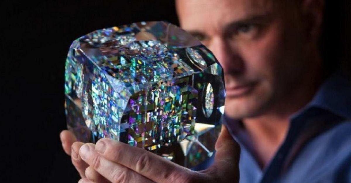 Crea delle affascinanti sculture di vetro con una particolare tecnica creativa – L'arte di Jack Storms