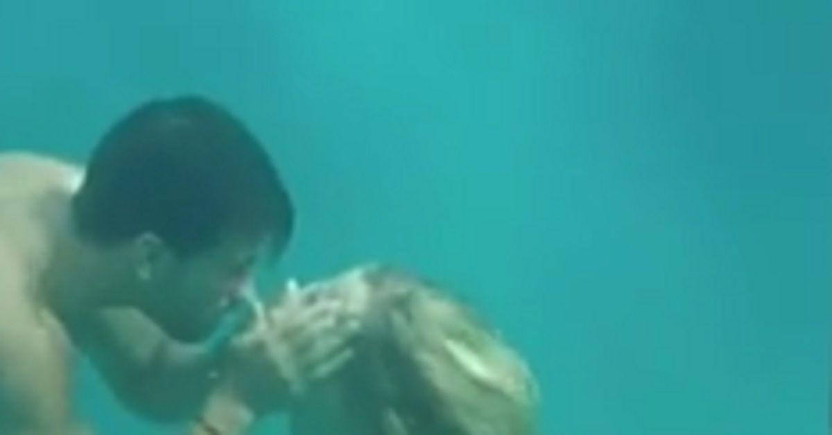 Temptation Island, le bollicine in acqua quel problema intestinale del tentatore che non è sfuggito al pubblico.
