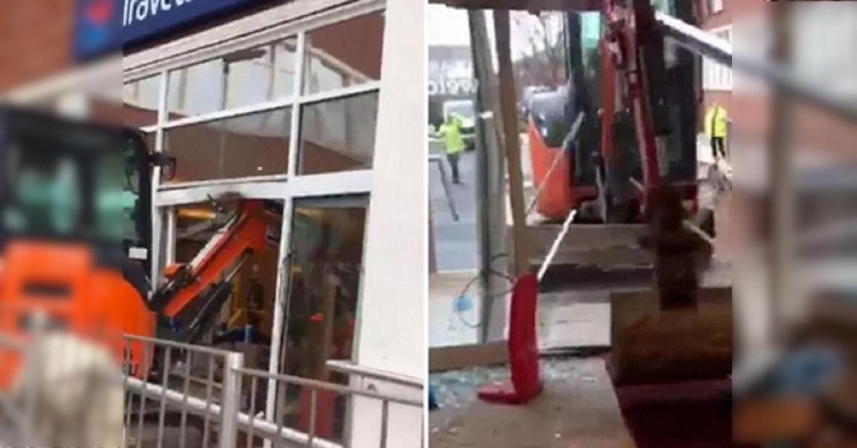 Non viene pagato per il lavoro fatto – Operaio sale su un escavatore e distrugge l'hotel nel giorno dell'inaugurazione