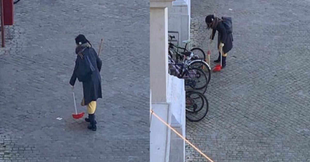 Ripulisce la strada con scopa e paletta, il sindaco di Pesaro cerca su Facebook la donna per premiarla