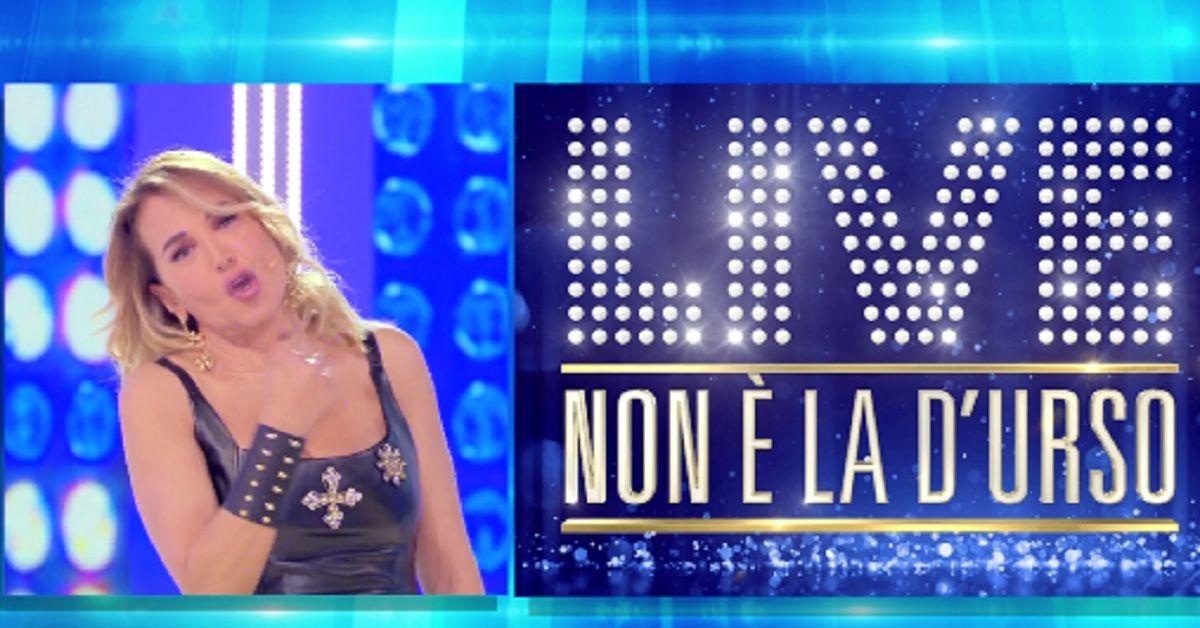 """Barbarella fa qualche anticipazione su """"Live non è la D'urso"""" e svela cosa farà Corona in diretta"""