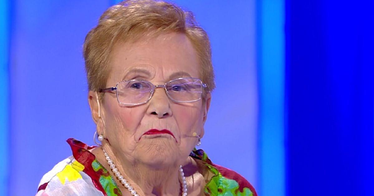 Maria dopo 70 anni ritrova il suo vecchio amore Domenico. Lui la rinnega e chiude la busta