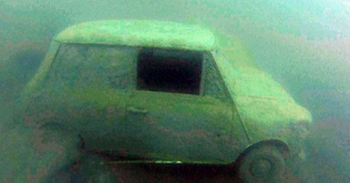 Sub ripuliscono il fondale del lago romano: Auto, pedalò e anche amianto. Il video