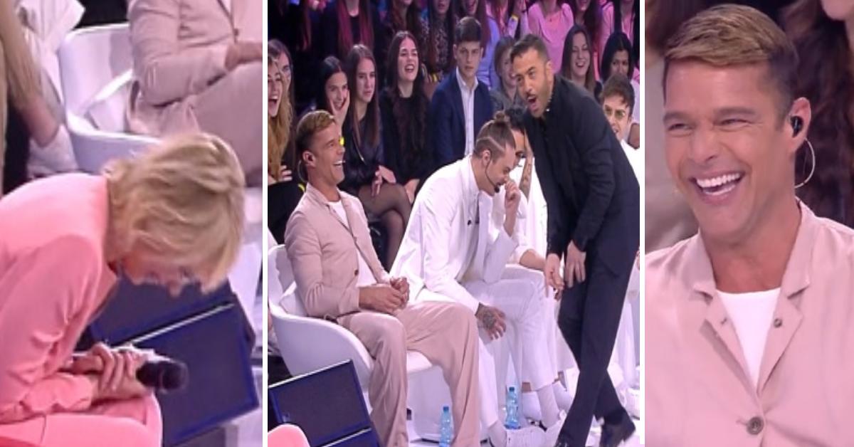 Maria si piega in due dalle risate dopo il gesto di Ricky Martin verso Amedeo che si imbarazza