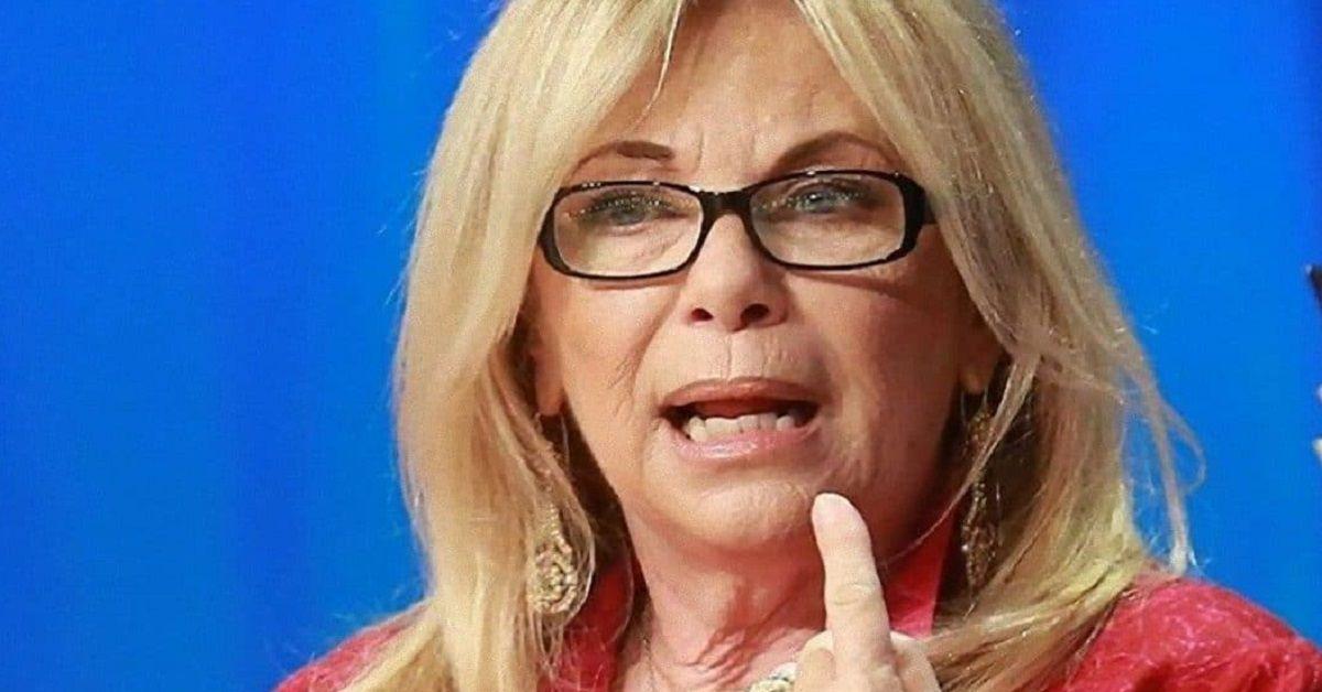 """Rita Dalla Chiesa denuncia con una foto su Twitter il degrado di Roma """"Mi fa schifo"""""""