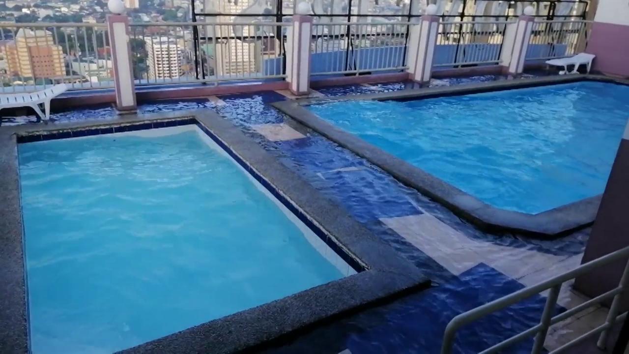 Manila, la scossa di Terremoto crea onde nella piscina sul grattacielo. Il video girato a pochi metri