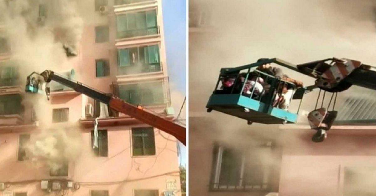 19enne utilizza la gru per salvare oltre una dozzina di persone dal fuoco dell'appartamento. Video