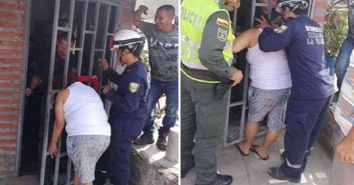 La donna cerca di spiare la casa del vicino e rimane con la testa bloccata nel cancello