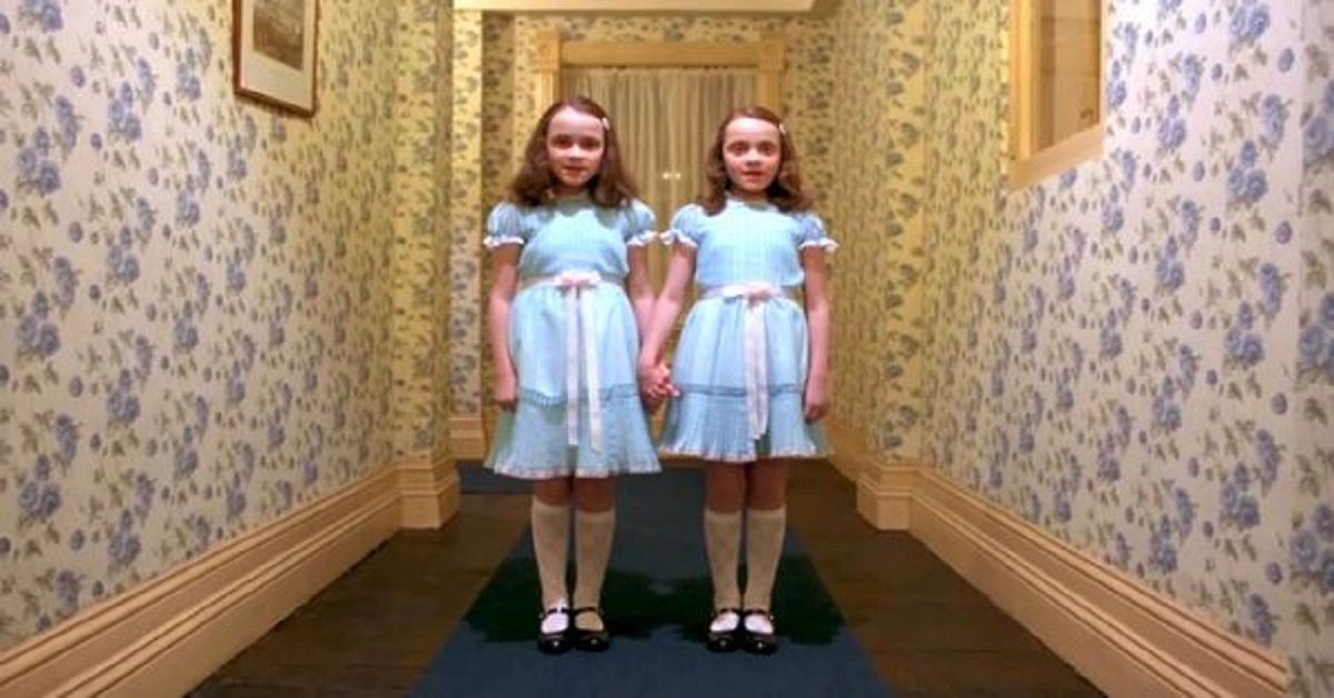 Ricordate le gemelle di Shining? Ecco come le ritroviamo dopo 39 anni dall'uscita del film.