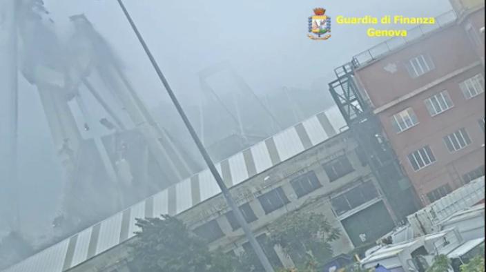 L'unico video che mostra quello che è accaduto veramente sul ponte Morandi il 14 Agosto. Oggi Rilasciato dalla Guardia di Finanza