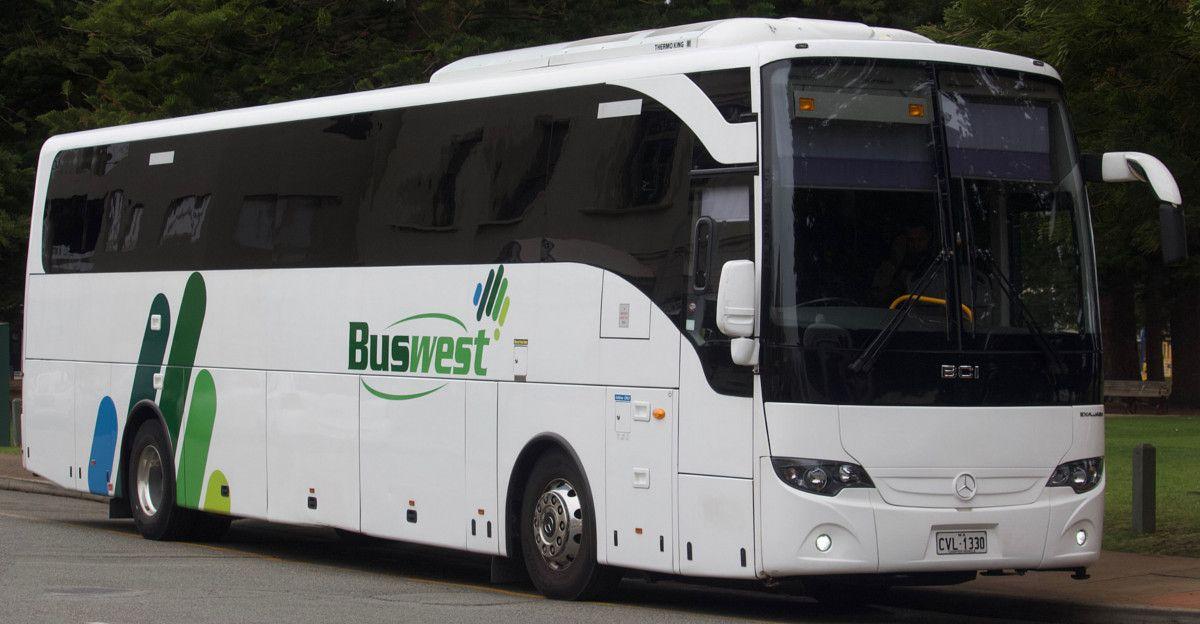 Dei ladri provano a rubare la benzina dell'autobus, ma sbagliano e risucchiano dallo scarico del bagno