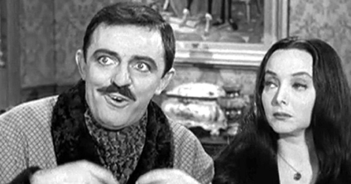 Ricordate la Famiglia Addams? Ecco com'è a distanza di 55 anni dalla serie  l'attore che interpretava Gomez