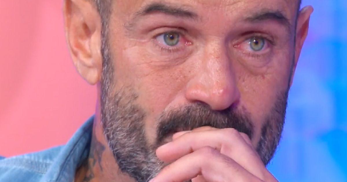 Ascanio Pacelli del Grande Fratello in lacrime dalla Balivo. L'emozione parlando dei figli