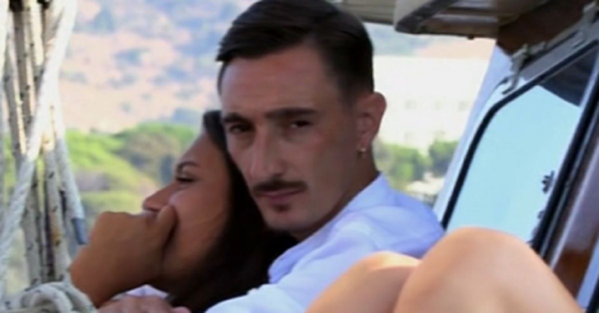 Ciro Petrone è a Temptation Island Vip con la sua fidanzata, ma ecco chi è e cosa ha fatto.