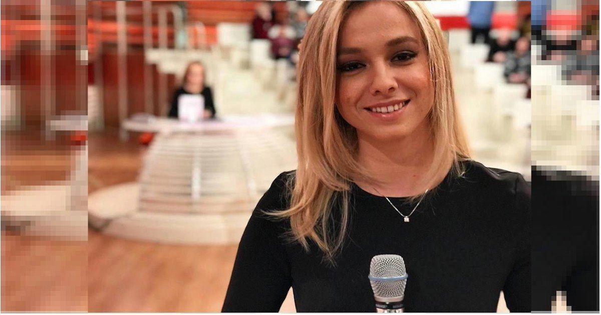 Camilla è una delle assistenti di Barbara Palombelli a Forum, è figlia d'arte, suo padre è un noto attore italiano. Ecco chi è