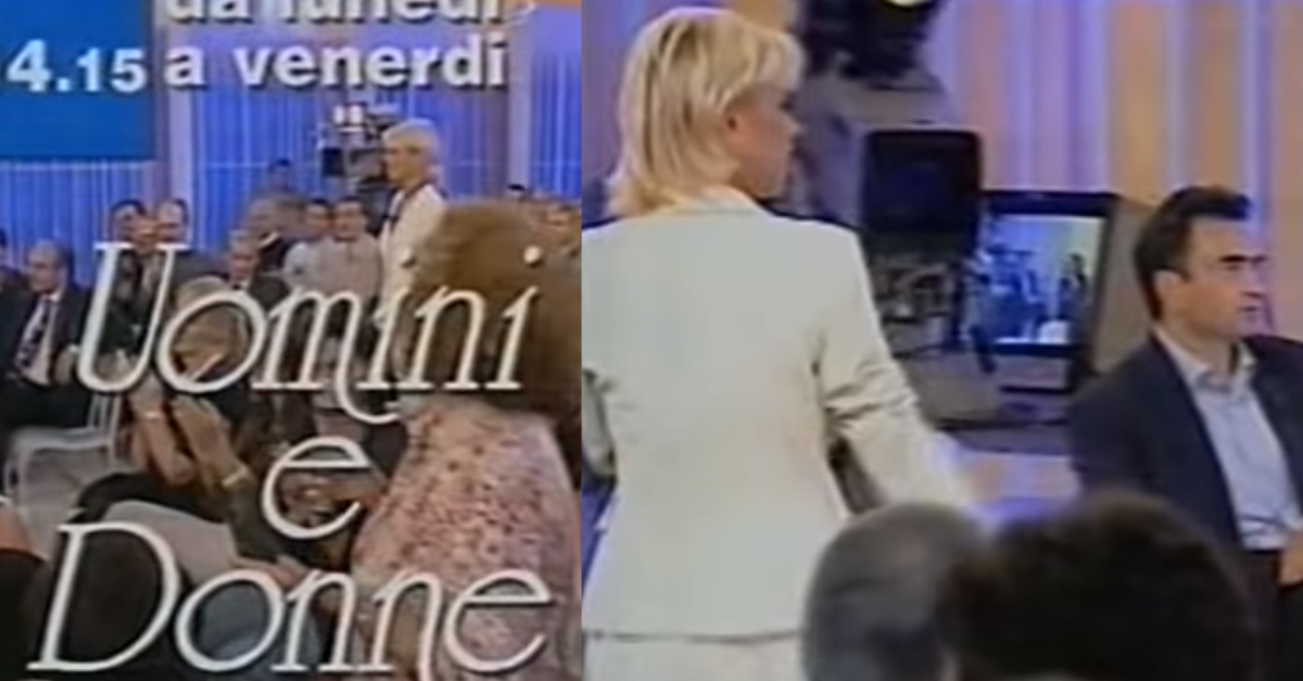 Uomini e Donne, Avete mai visto il primo spot del 1996 dello show di Maria De Filippi? Rimarrete sorpresi da un particolare! Che in pochi conoscono sul programma. VIDEO