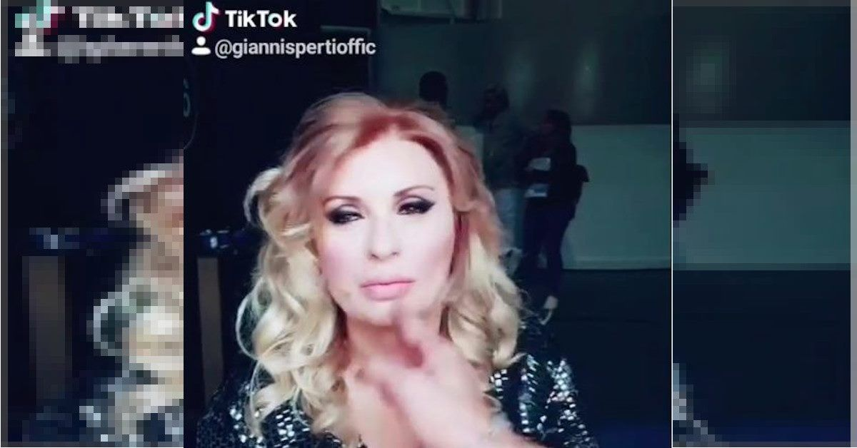 Gianni Sperti sbarca su Tik Tok, protagonista del video è la simpaticissima Tina. Ecco il video trash che ha fatto il pieno di visualizzazioni.