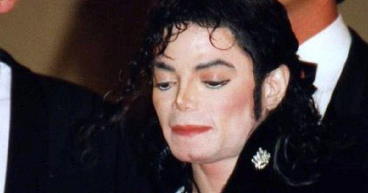 Battuti all'asta  i calzini di Michael Jackson, usati per il primo moonwalk. La cifra è da capogiro