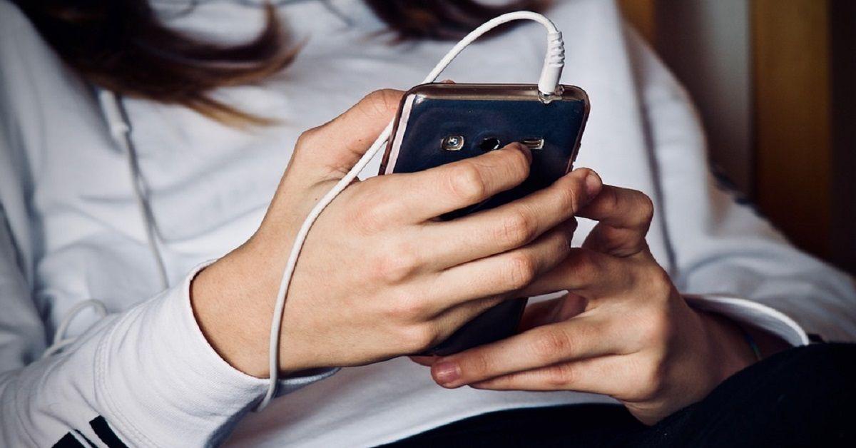 Smartphone come strumento di auto-monitoraggio della salute: poggiato sull'ombelico può  misurare il livello di stress psico-fisico