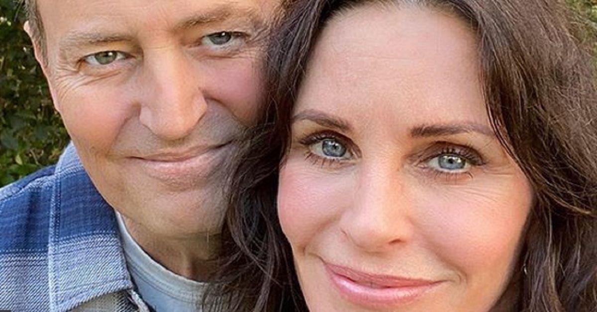 Monica e Chandler di Friends postano questa foto sui social e gli utenti si scatenano.