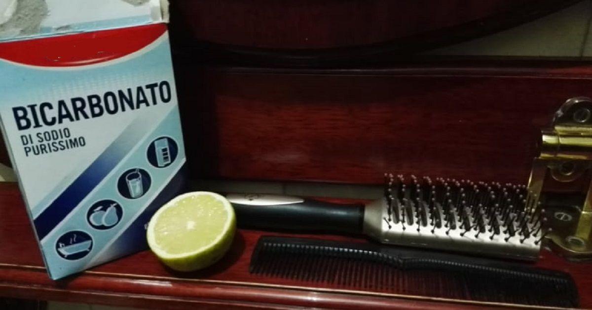 Il modo più semplice per pulire spazzole e pettini.