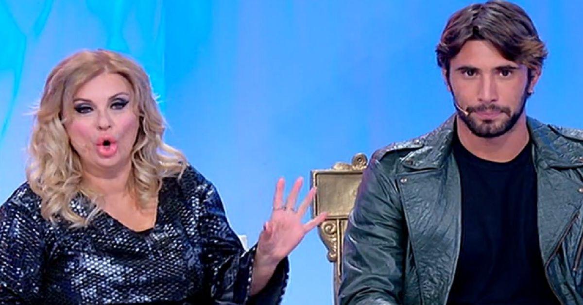 Uomini e Donne L'ex corteggiatrice e single di Temptation Island torna in studio  per corteggiare il nuovo tronista Carlo. L'indiscrezione che ha sorpreso il pubblico.