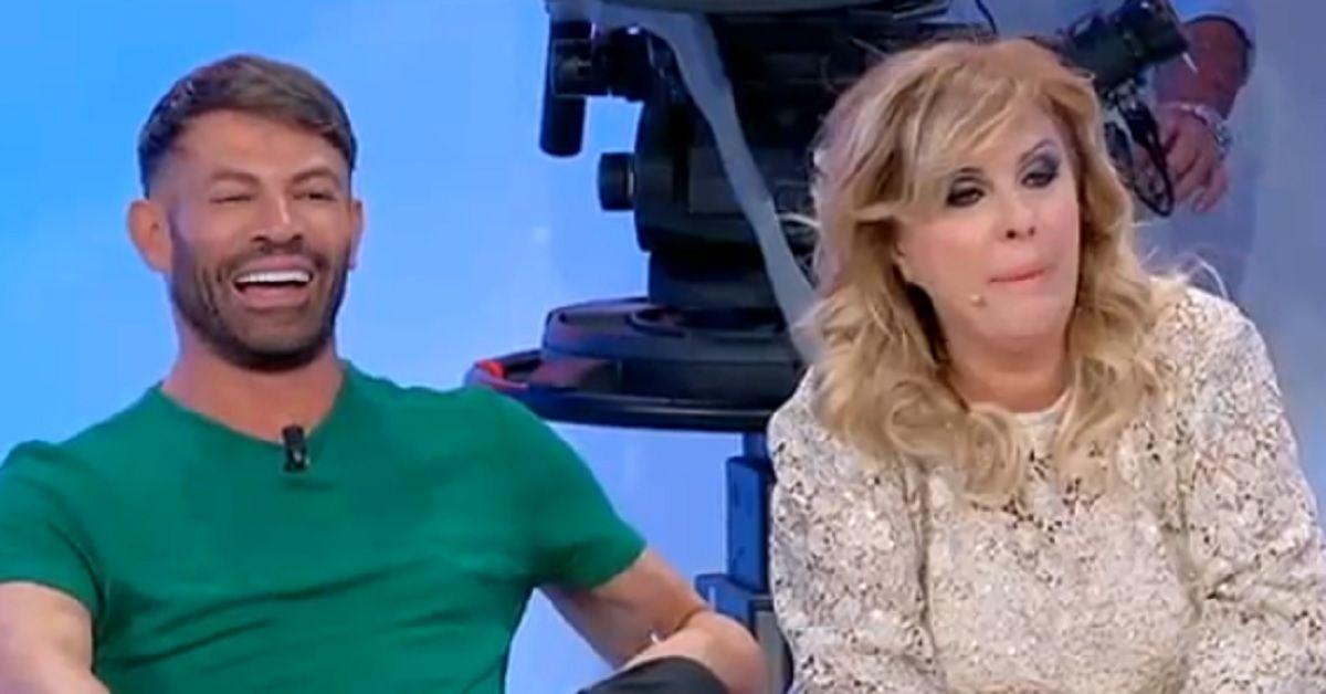 """Uomini e Donne: """"Gemma sbaglia tutto"""" Tina tuona contro la dama torinese."""