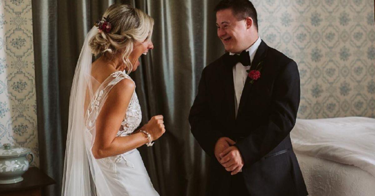 La sposa per il suo matrimonio prepara una sorpresa per il fratello con la sindrome di Down. Le foto hanno emozionato tutti