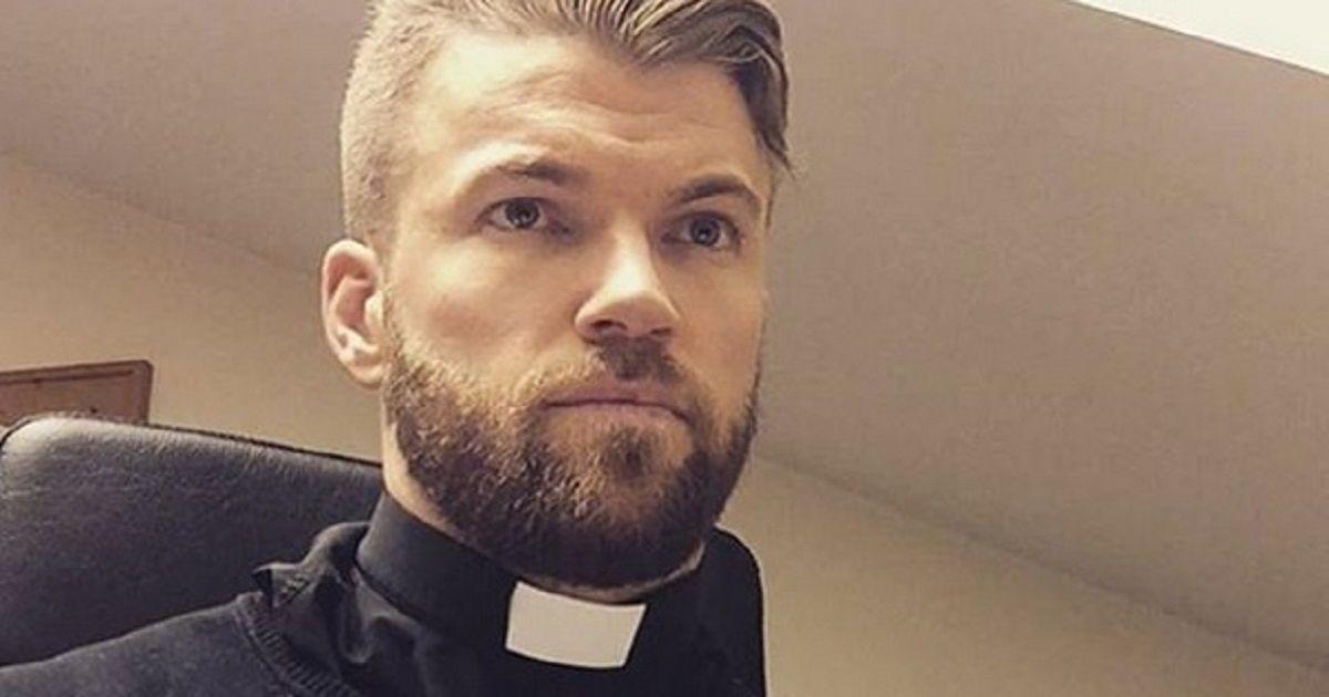 Oskar è un prete svedese con la passione per lo sport. Su instagram conta 160mila followers. Gli utenti dei social sono pazzi di lui.