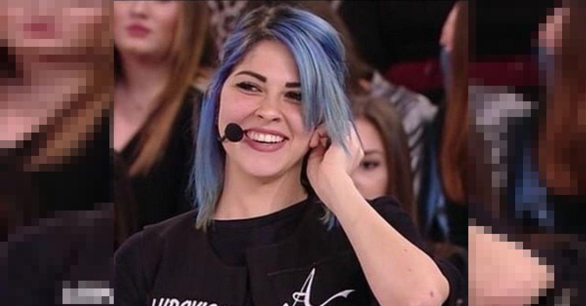 Ricordate Ludovica Caniglia la cantante dai capelli blu di Amici di Maria De Filippi? Ecco cosa è accaduto dopo il talent
