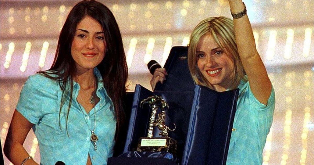 Paola e Chiara sono tornate in tv insieme. Ecco come sono cambiate dal loro esordio negli anni 90.