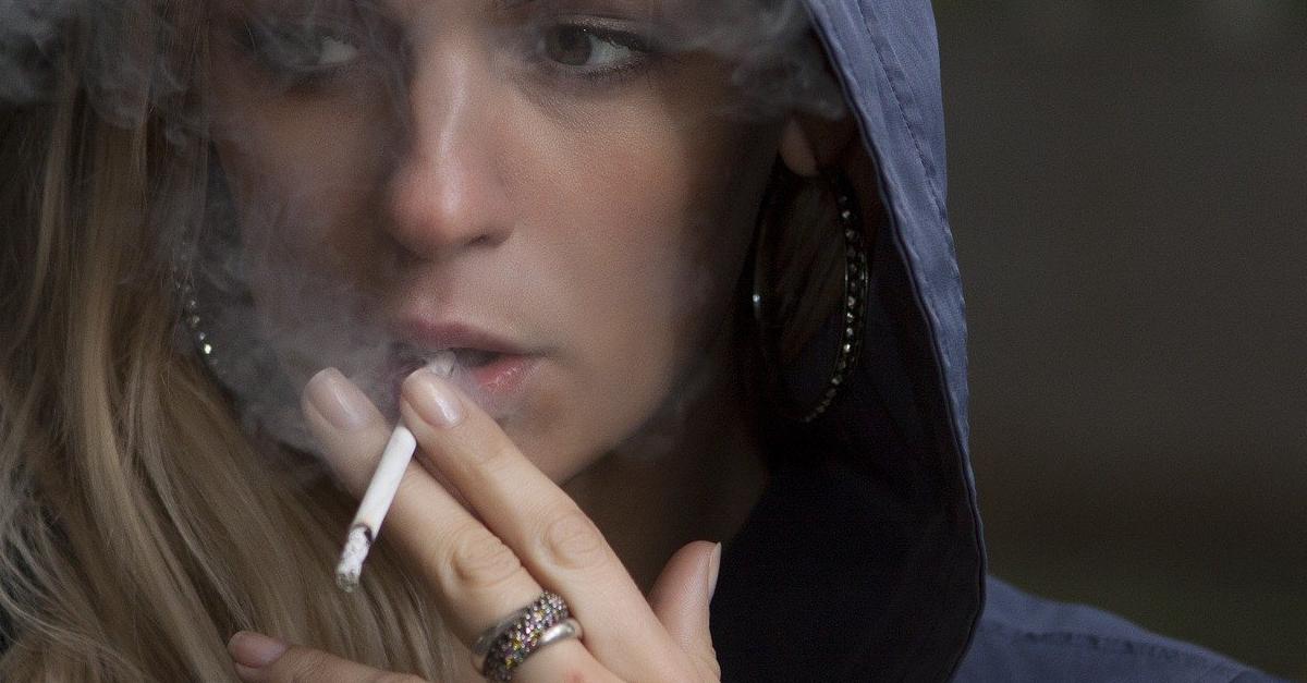 Come eliminare la puzza di sigaretta dall'auto? 7 strategie segrete super efficaci