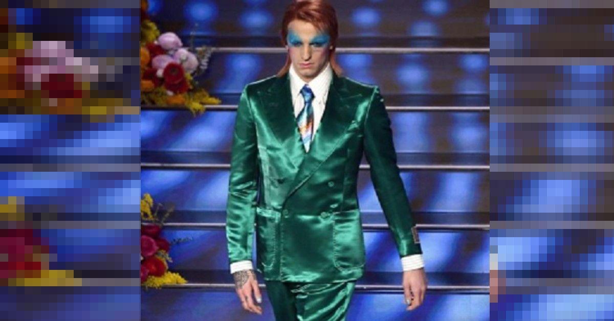 Achille Lauro si presenta con un abito verde  smeraldo ed un trucco eccentrico alla David Bowie. Ecco il travestimento che ha fatto impazzire i social