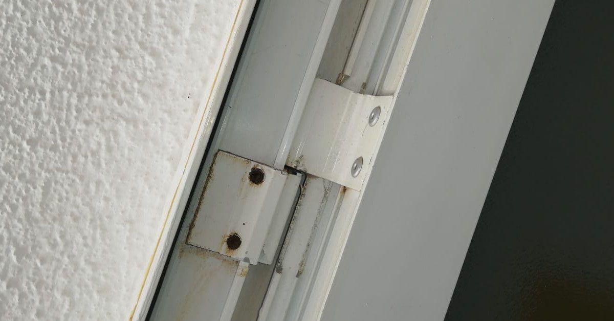 Come rimuovere immediatamente lo scricchiolio di porte e finestre