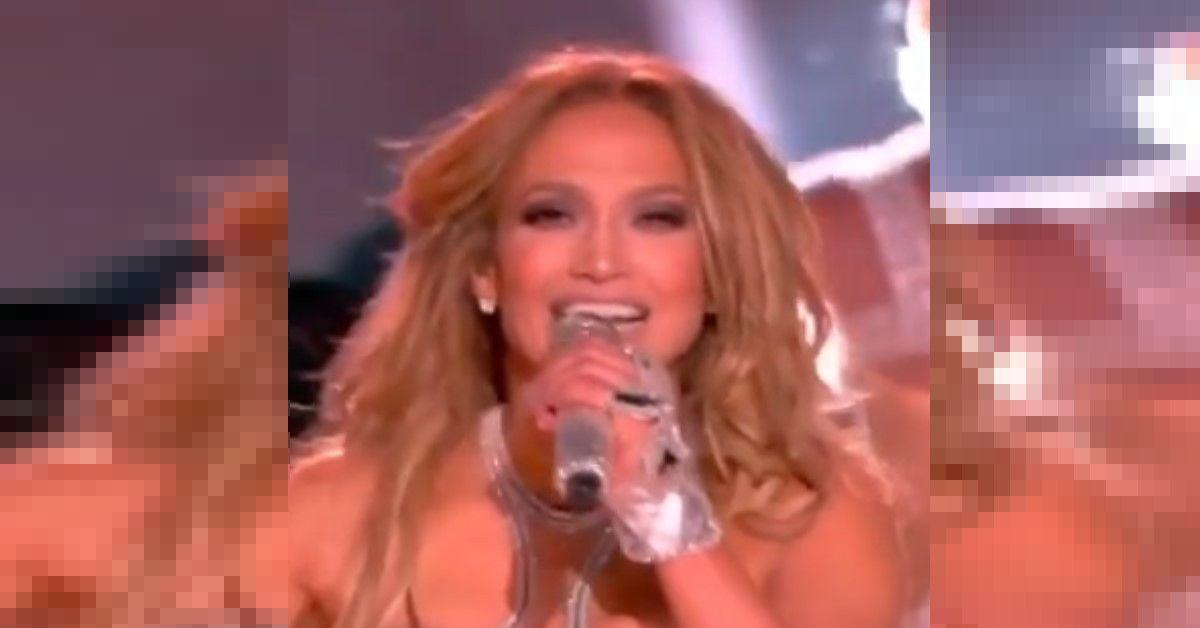 Jennifer Lopez si mostra sui social senza extension. La sua capigliatura al naturale è molto apprezzata dai fan. Le foto