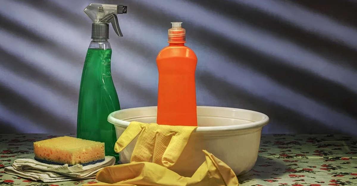 Il prodotto che hai a casa ed è perfetto per pulire e disinfettare il bagno o la cucina