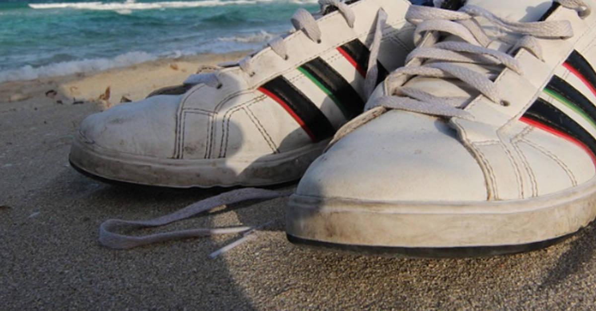 Come eliminare le grinze dalle scarpe da tennis e farle tornare come quando le hai comprate