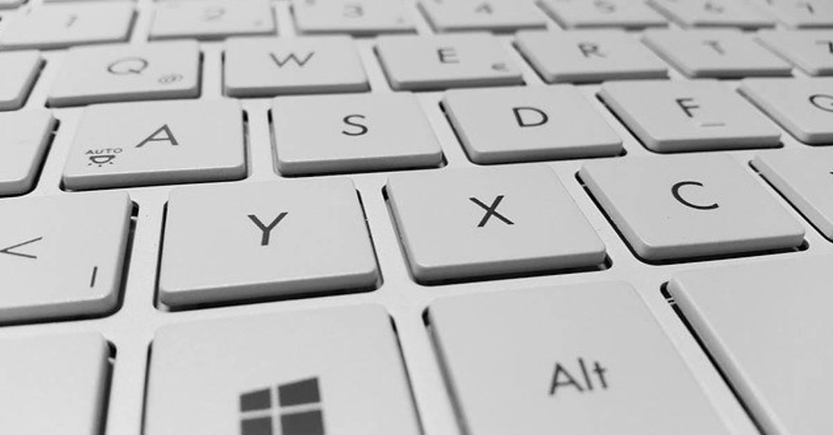 Come disinfettare la tastiera del computer ed eliminare batteri e virus