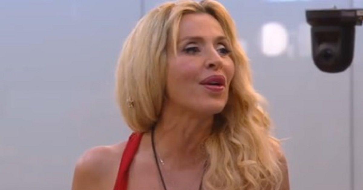 Grande Fratello vip 4. La confessione di Valeria Marina in tv che ammette di essere stata insieme a lui.