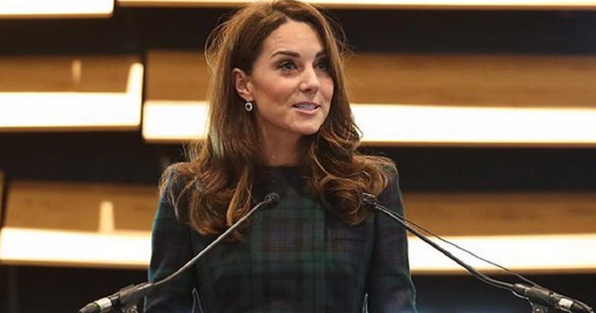 La vera ragione per cui Kate Middleton fu esclusa e presa in giro a scuola. Oggi la principessa si preoccupa della difesa dei più deboli come Diana.
