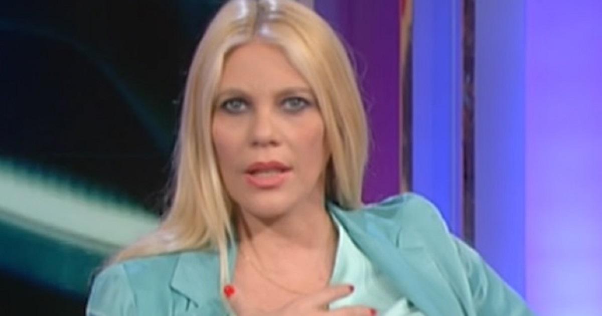 E' accaduto in diretta a Storie Italiane. Eleonora Daniele si è presa paura dopo aver visto la scena.
