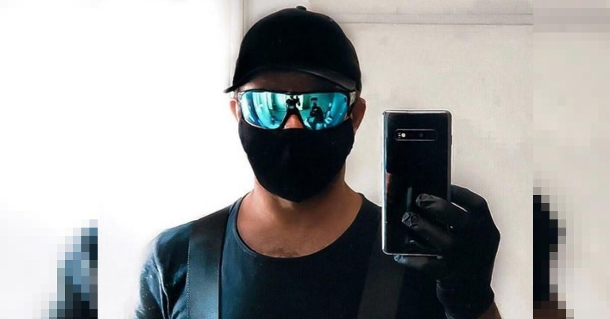 Lo avete riconosciuto? E' pronto per andare a fare la spesa: guanti, mascherina e occhiali. Ecco chi è.