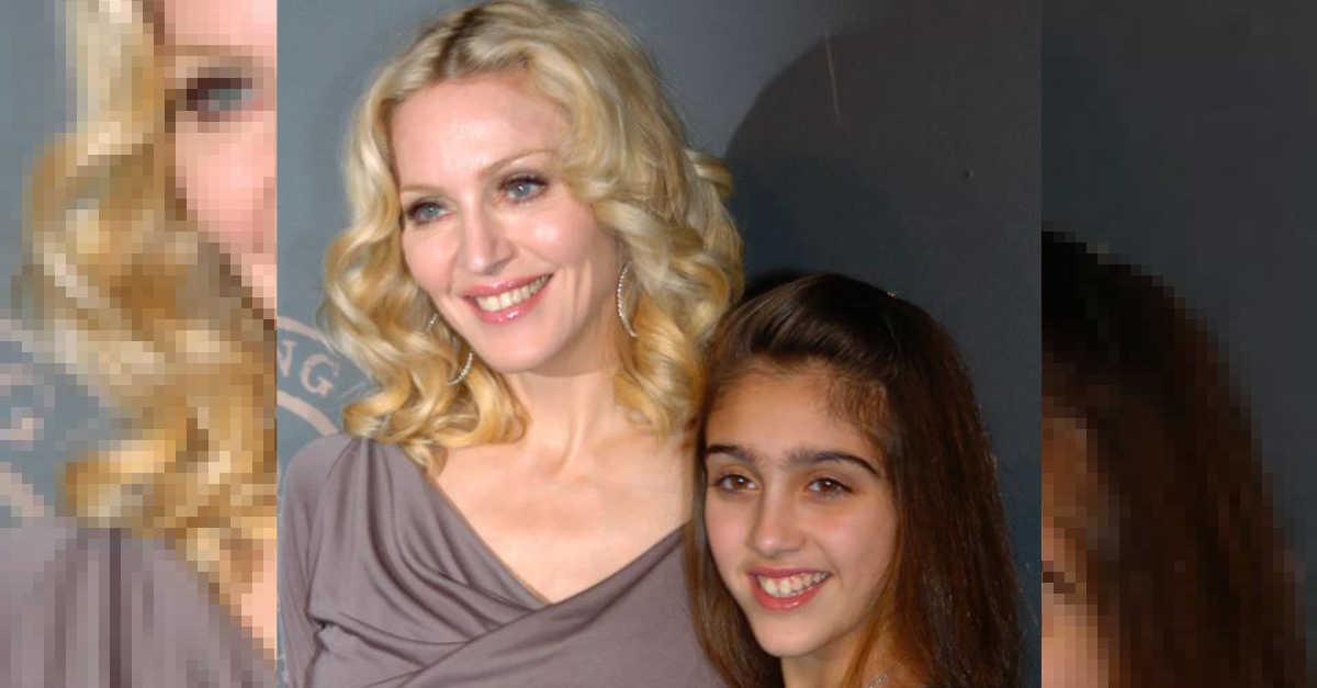 Due gocce d'acqua. Avete visto com'è diventata la figlia di Madonna? Lourdes oggi ha quasi 24 anni e somiglia tantissimo alla madre