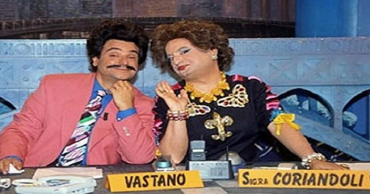 """Ricordate Sergio Vastano, il comico protagonista di """"Drive In"""" e conduttore di """"Striscia la Notizia""""? Ecco cosa fa oggi."""
