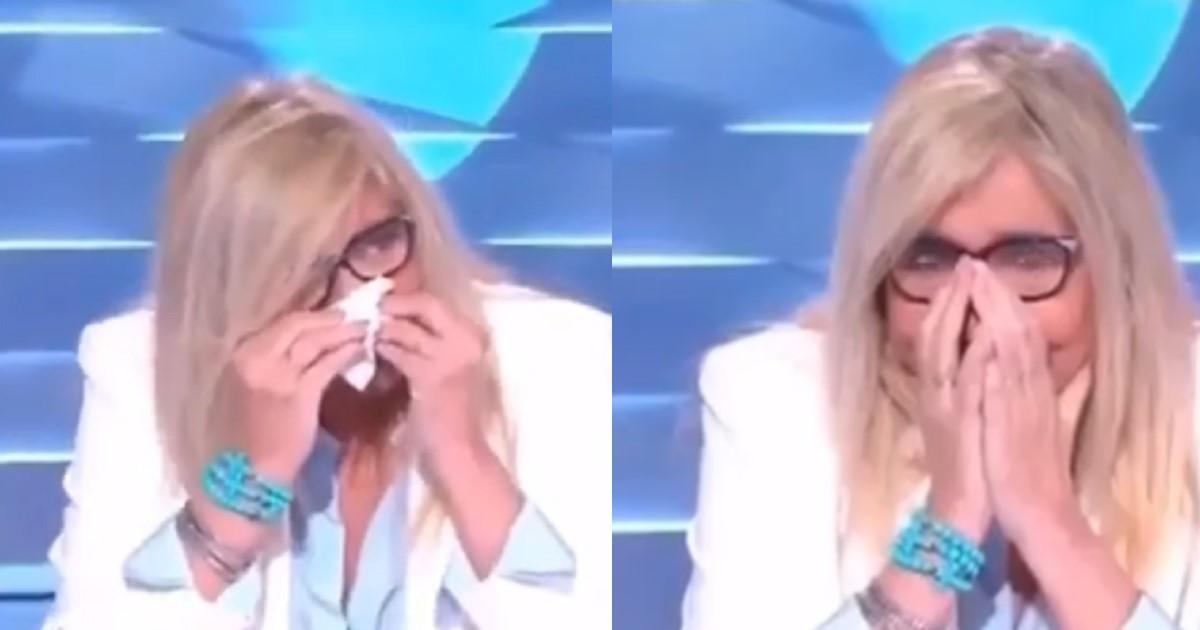 Mara Venier a Domenica In non trattiene le lacrime, appena lo vede in video resta a bocca aperta e si commuove.