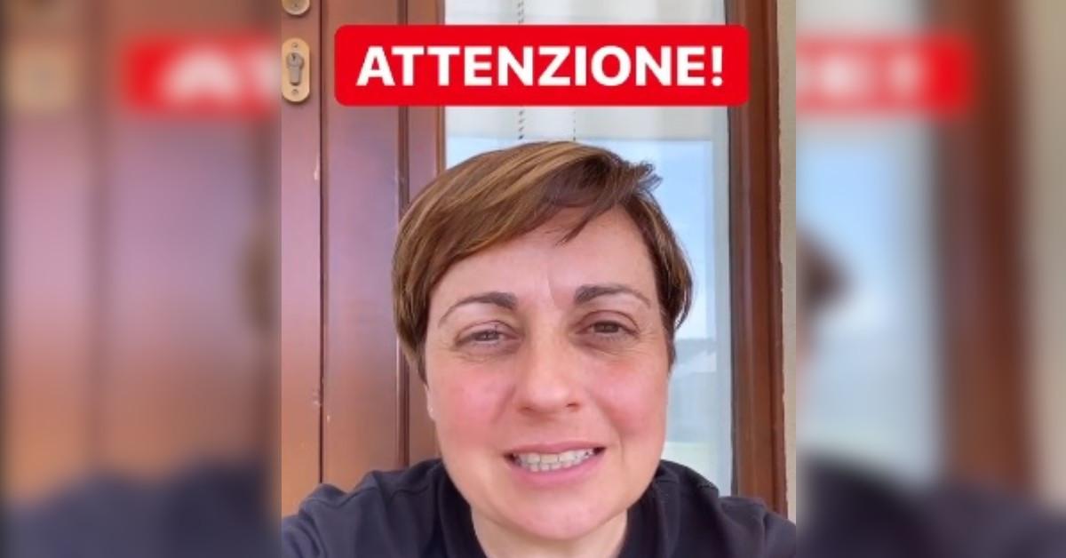 Benedetta Rossi vittima di una truffa online che sfrutta il suo nome avverte i suoi numerosi followers e si scusa.