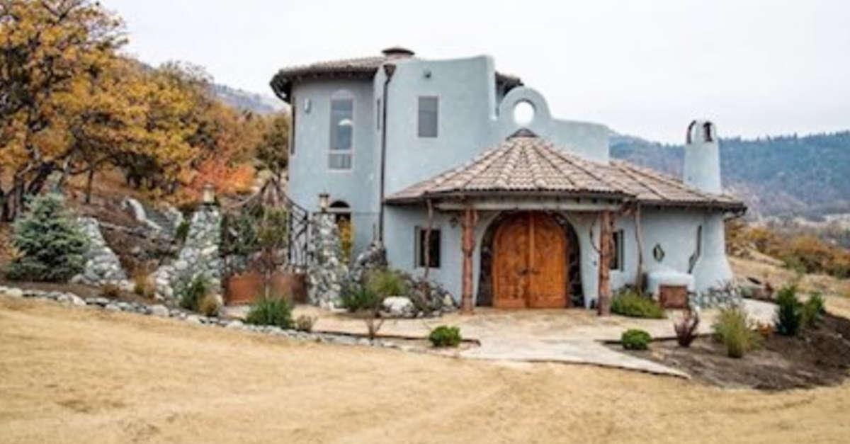 Nulla è come sembra! Questa casa, che sembra semplice, costa la follia di 6 milioni. Il motivo? Aspettate di vedere gli interni!