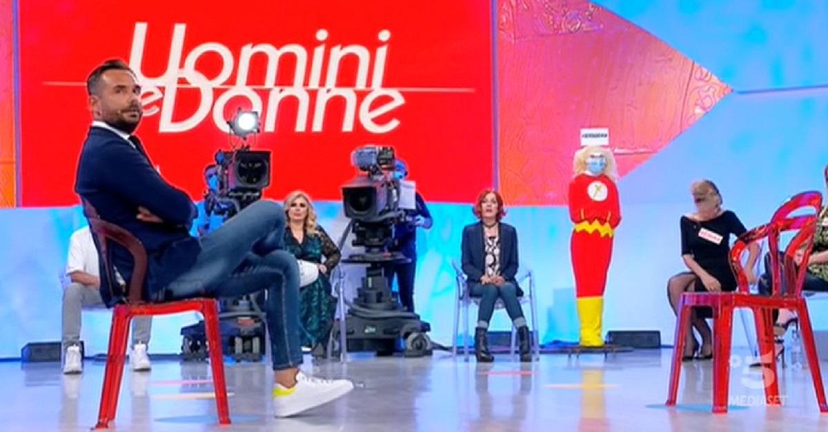 """Enzo Capo arriva a Uomini e Donne e dice """"Mi ha infangato"""" la risposta di Pamela non si fa attendere. Scintille in studio"""