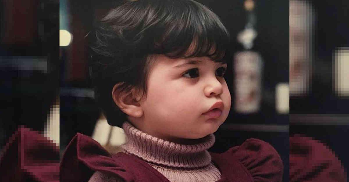 Sembra una bambola, qui aveva solamente 2 anni. Oggi è una delle donne più belle d'Italia. La riconoscete?