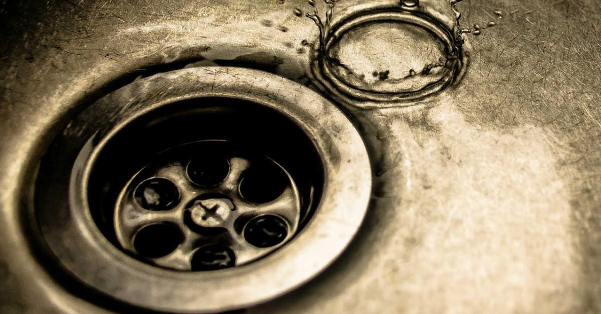 Suggerimenti per la pulizia dello scarico del lavandino per evitare intasamenti